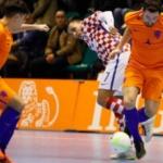 Zaalvoetballers houden uitzicht op eindzege na remise