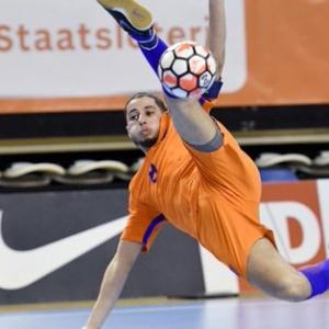 Oranje wint opnieuw met een gedroomd slotakkoord voor El Morabiti