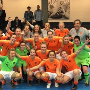 Oranje zaalvoetbalsters opnieuw te sterk voor Tsjechië