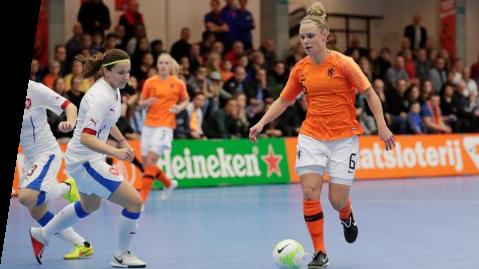 Selectie zaalvoetbalvrouwen voor trainingsstage op KNVB Campus